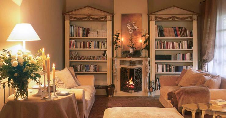 Libreria: Soggiorno in stile in stile Rustico di Anna Paghera s.r.l. - Interior Design