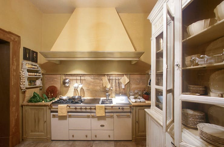 Zona Cottura: Cucina in stile in stile Rustico di Anna Paghera s.r.l. - Interior Design