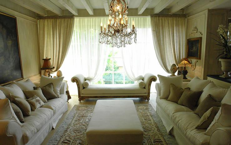 Woonkamer door Anna Paghera s.r.l. - Interior Design