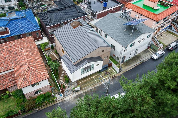 창원 재미있는 집 : (주)유타건축사사무소 의  주택