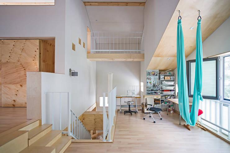 창원 재미있는 집 : (주)유타건축사사무소 의  서재 & 사무실