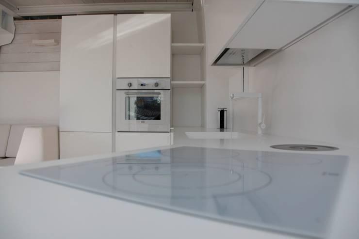 Piano cottura: Cucina in stile in stile Moderno di Mangodesign