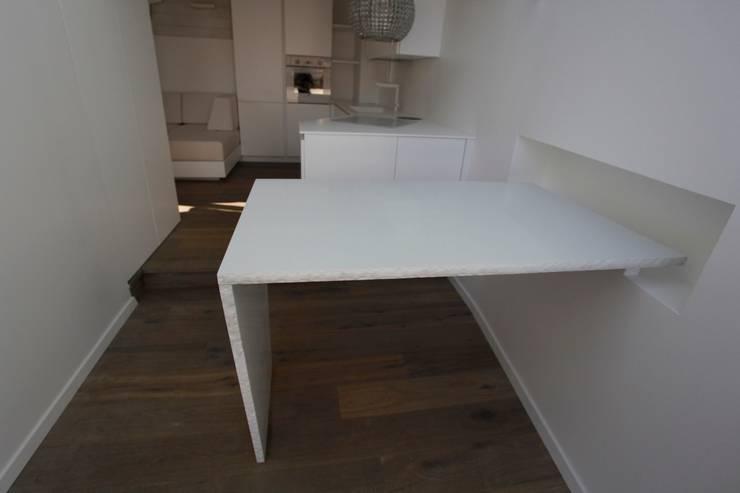 Tavolo: Cucina in stile in stile Moderno di Mangodesign