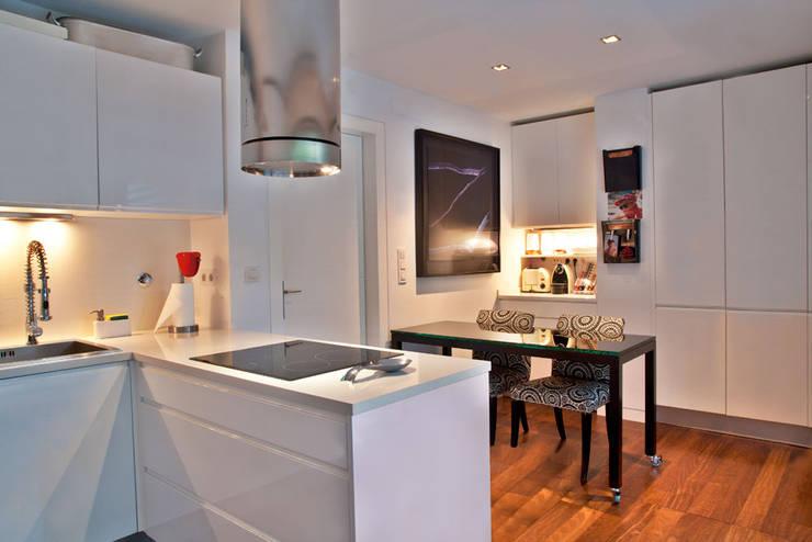 Kitchen by Pureza Magalhães, Arquitectura e Design de Interiores