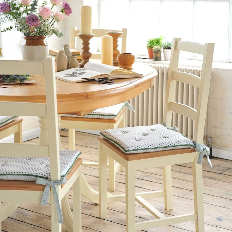 Wiltshire Painted 110cm-150cm Ext. Dining Table and 4 Chairs:  Dining room by The Cotswold Company