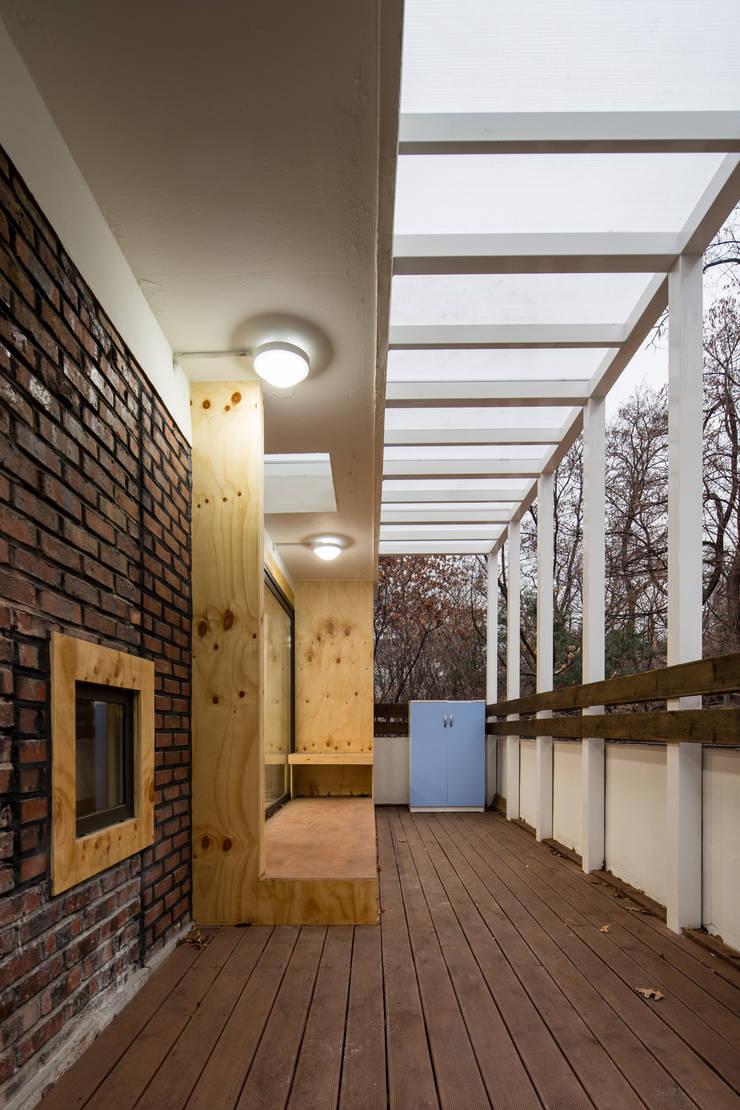 동대문 어린이 도서관: (주)유타건축사사무소 의  상업 공간,모던 우드 우드 그레인