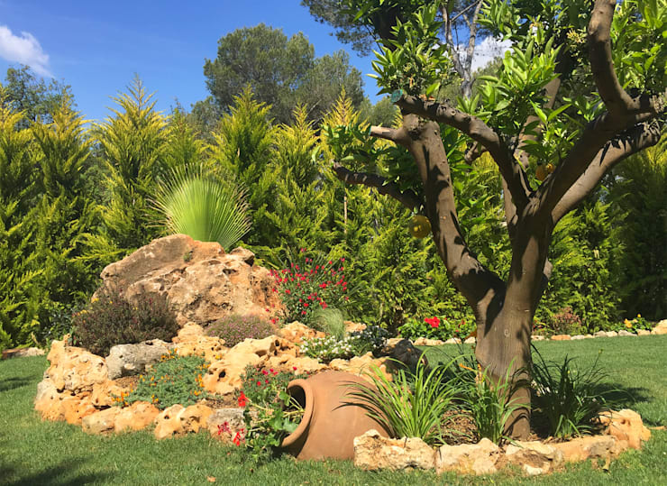 Reforma Jardín Rústico:  de estilo  de JARDÍ PEDRA I ARIDS S.L.