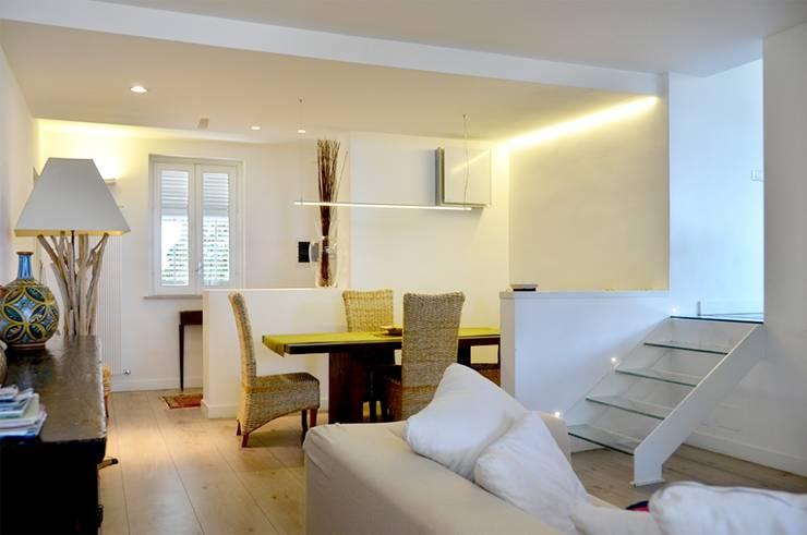 Ingresso alla zona cucina/ After:  in stile  di danielainzerillo architetto&relooker