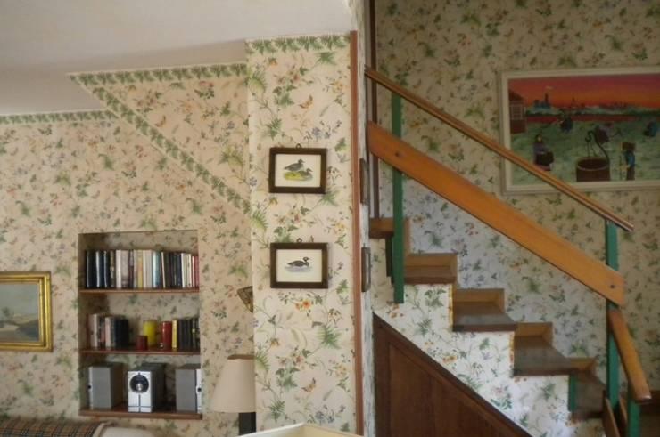 scala di accessso al piano superiore/Before:  in stile  di danielainzerillo architetto&relooker