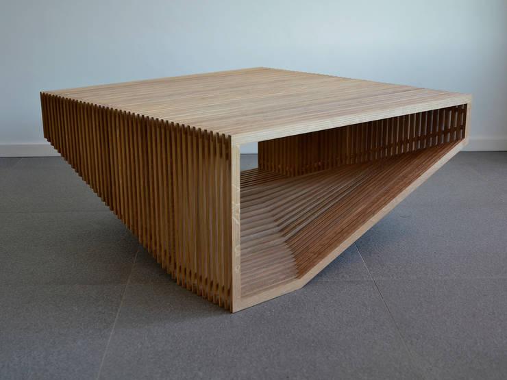 Laag meubel steunend op 2 vlakken:   door meubelmakerij mertens, Minimalistisch Hout Hout