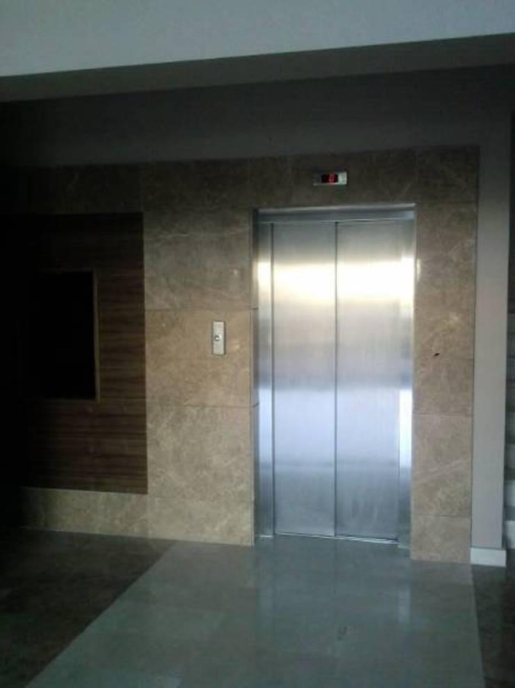 Modern Corridor, Hallway and Staircase by Ege Mermer Granit Modern
