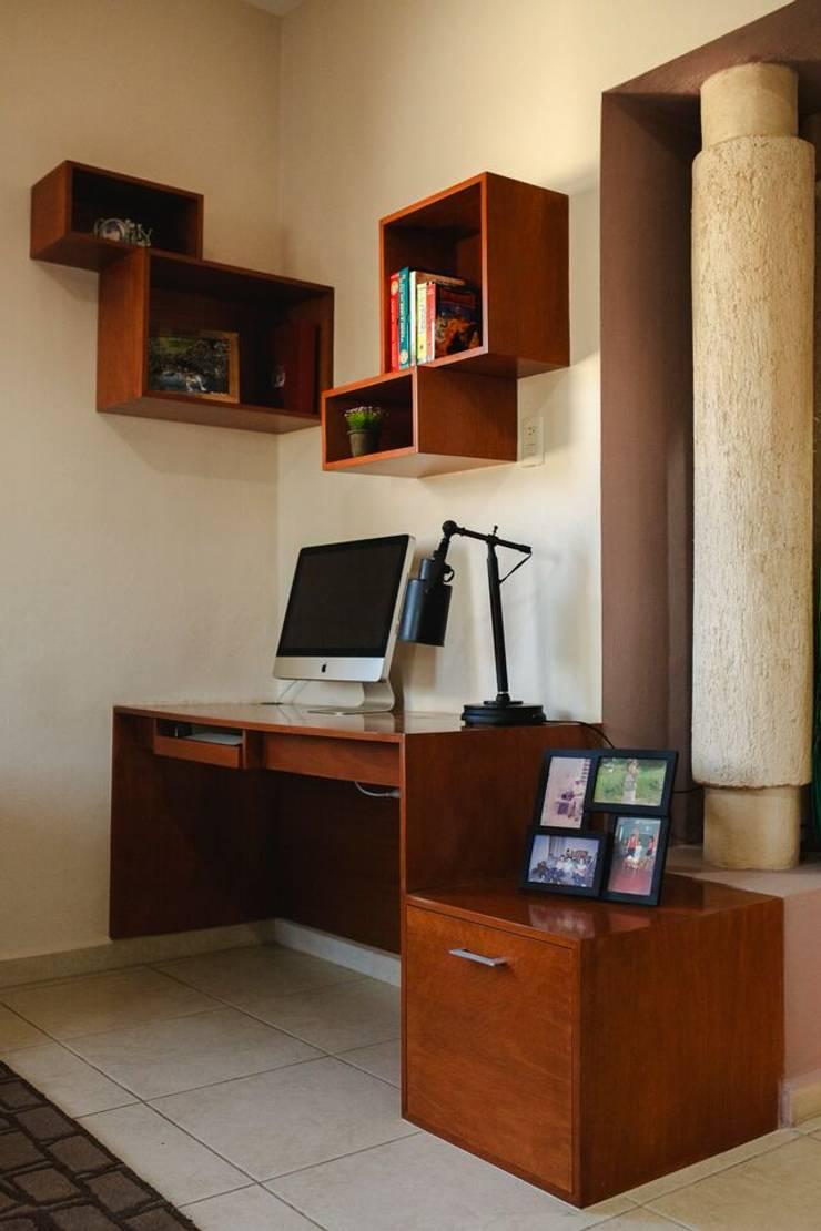 Casa CHSB: Estudios y oficinas de estilo  por Arq Mobil
