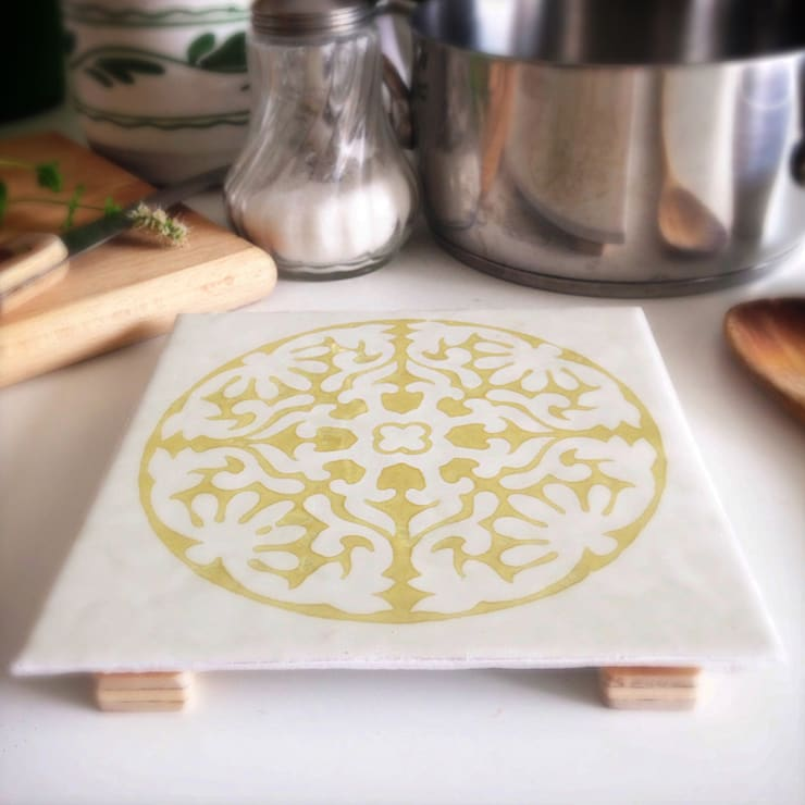 Trivet brick: Cucina in stile  di Bubi collage