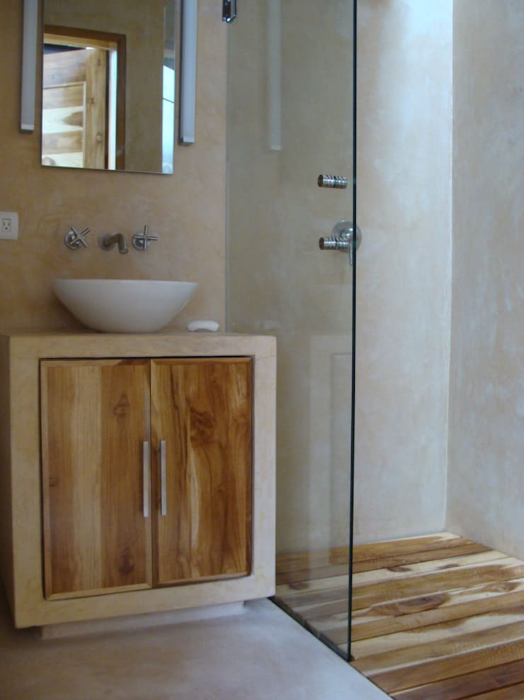 Colonial style bathroom by Arq Mobil Colonial