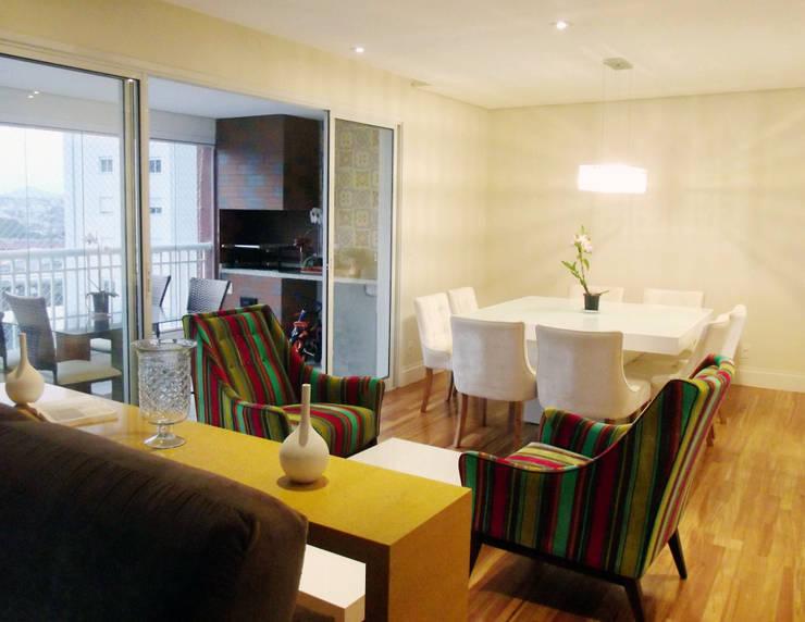Apartamento 03: Salas de jantar  por P.B Arquitetura