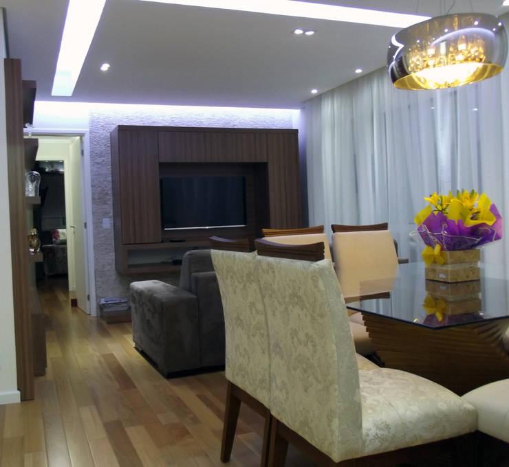 Apartamento 04: Salas de jantar  por P.B Arquitetura