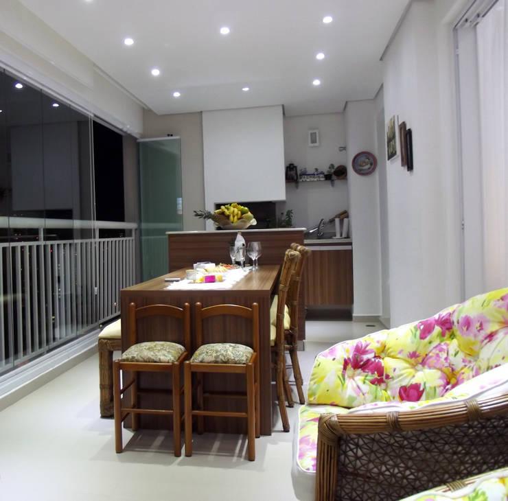 Apartamento 04: Terraços  por P.B Arquitetura