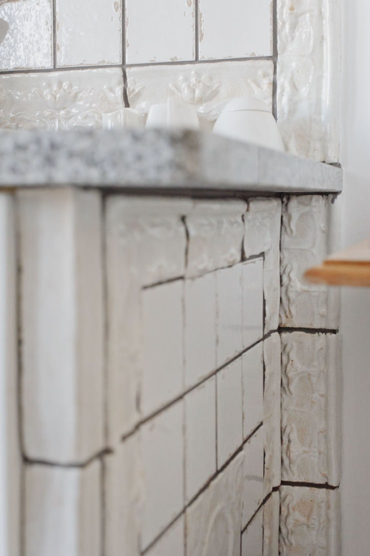 obudowa szafki kuchennej: styl , w kategorii Kuchnia zaprojektowany przez unikatowe kafelki