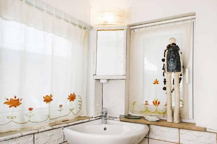 rustykalna łazienka: styl , w kategorii Łazienka zaprojektowany przez unikatowe kafelki