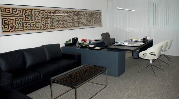 Sala da presidência: Espaços comerciais  por Peixoto Arquitetos Associados