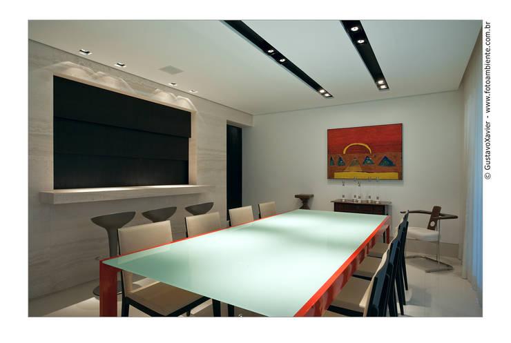 APTO BELVEDERE: Salas de jantar  por Cassio Gontijo Arquitetura e Decoração