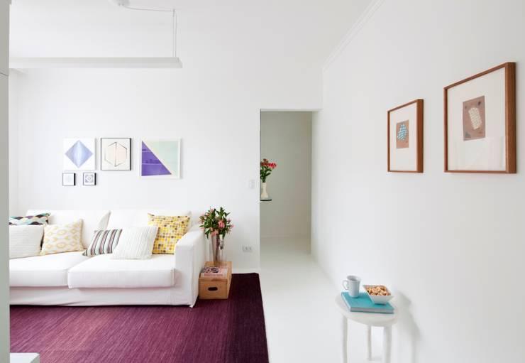 Reforma Apartamento Brooklyn: Sala de estar  por Estudio MB