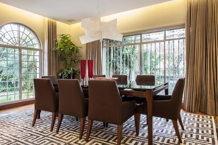 Sala de Jantar: Salas de jantar  por Deborah Basso Arquitetura&Interiores