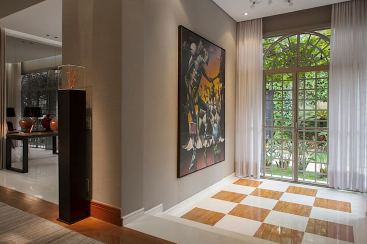 Pasillos y vestíbulos de estilo  por Deborah Basso Arquitetura&Interiores