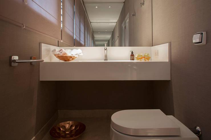 Lavabo : Banheiros  por Deborah Basso Arquitetura&Interiores