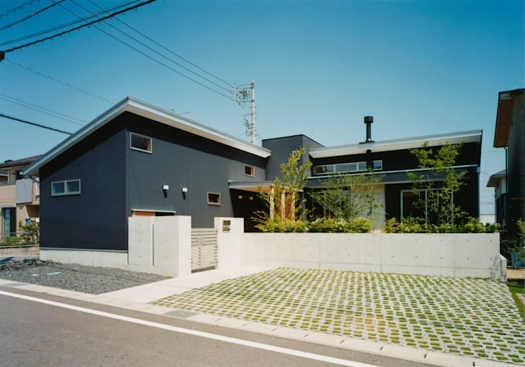 南から見た外観: アール・アンド・エス設計工房が手掛けた家です。,