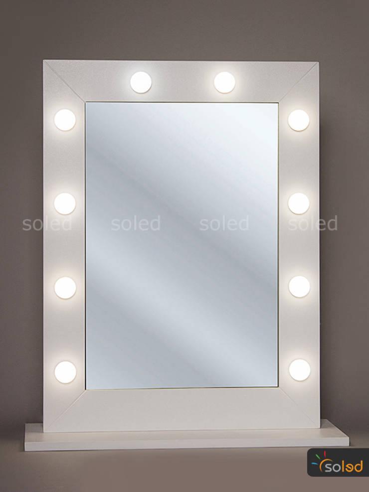 Lustro Hollywood Make Up Stand – Soleda Mirror: styl , w kategorii Spa zaprojektowany przez SOLED Projekty i Dekoracje Świetlne Jacek Solka,