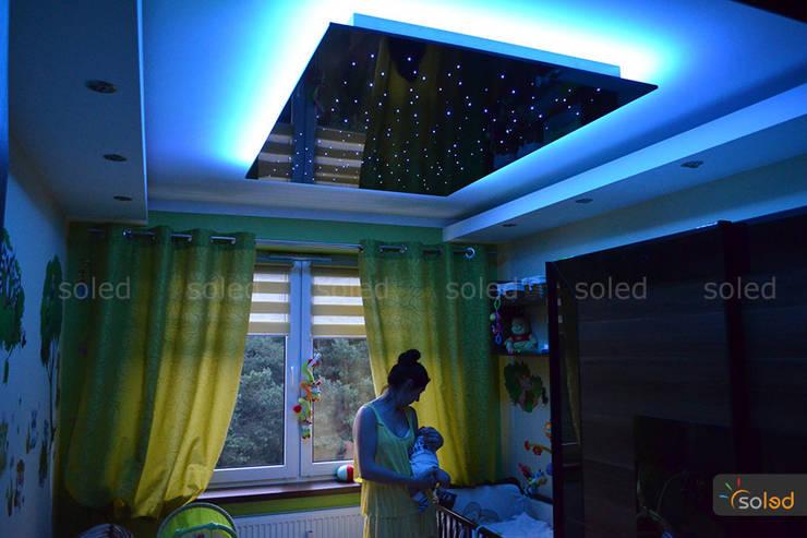 Gwieździste niebo – Starry Sky: styl , w kategorii  zaprojektowany przez SOLED Projekty i Dekoracje Świetlne Jacek Solka,Nowoczesny