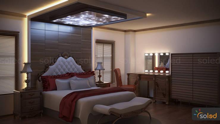 Dormitorios de estilo  de SOLED Projekty i Dekoracje Świetlne Jacek Solka