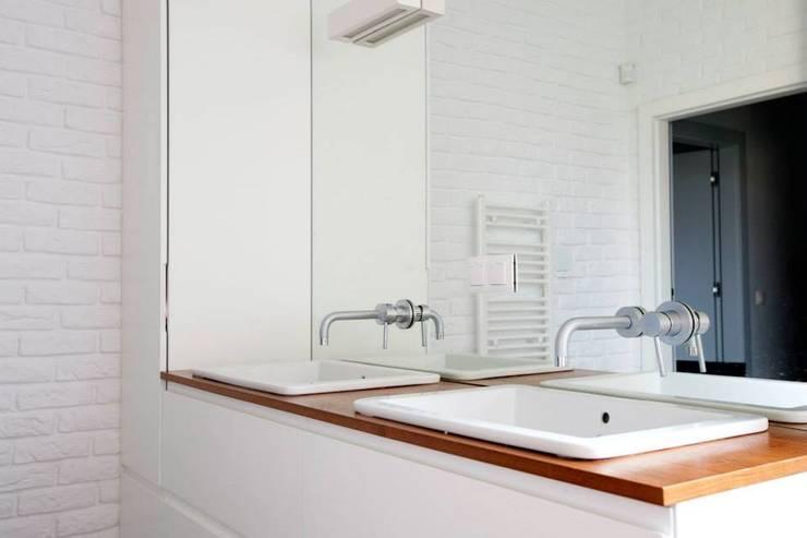 Kasztanowa - łazienka: styl , w kategorii Łazienka zaprojektowany przez ABU Wnętrza