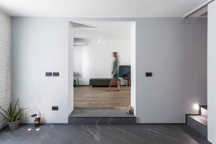 Giò&Marci: Soggiorno in stile  di km 429 architettura