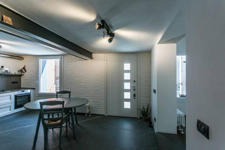 Giò&Marci: Cucina in stile in stile Moderno di km 429 architettura