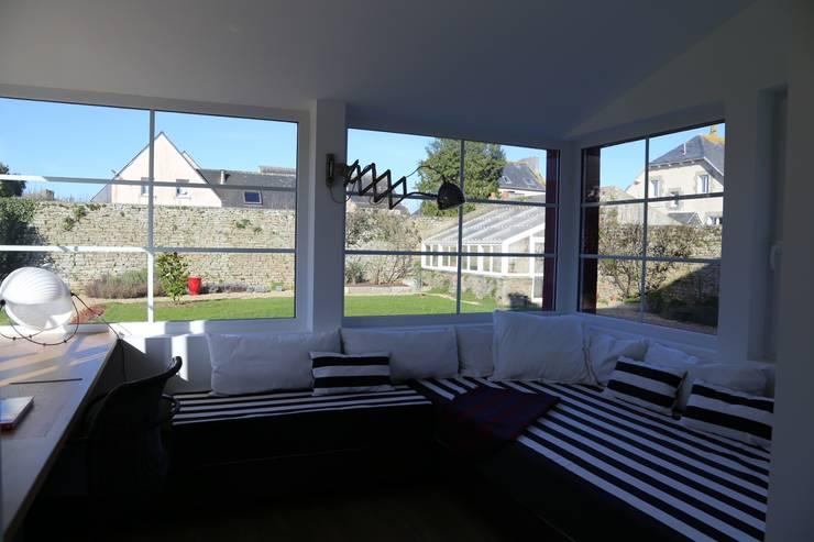 Jardines de invierno de estilo  de Ad Hoc Concept architecture