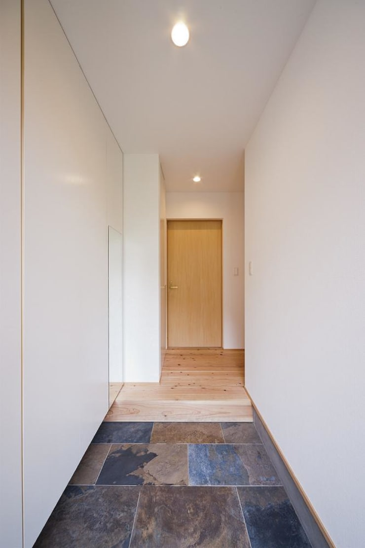 玄関 1: キリコ設計事務所が手掛けた窓です。,オリジナル