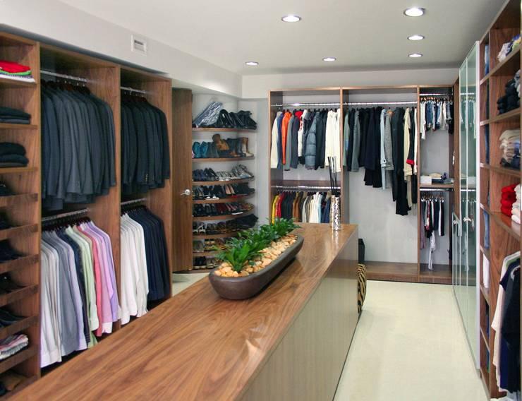 Vestidores de estilo  por Interioriza