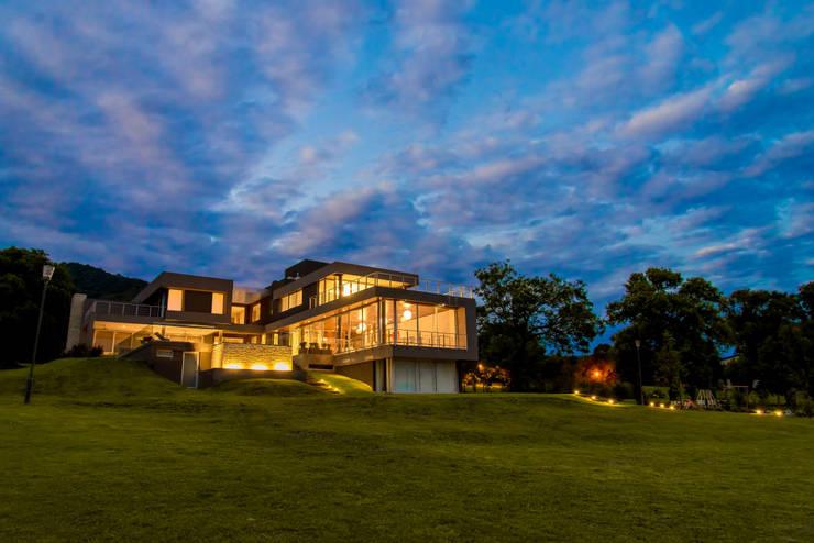 Casa MAS: Casas de estilo  por Saez Sanchez. Arquitectos