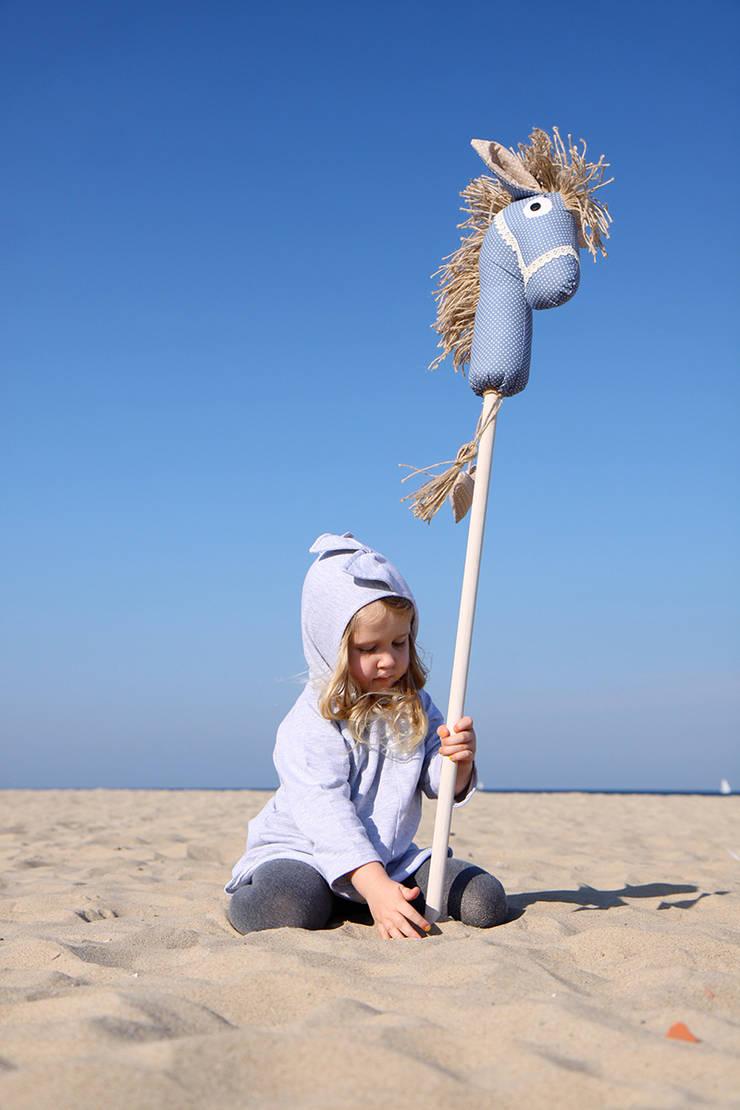 Koń na kiju Ajku jeansowy : styl , w kategorii Pokój dziecięcy zaprojektowany przez Ajku
