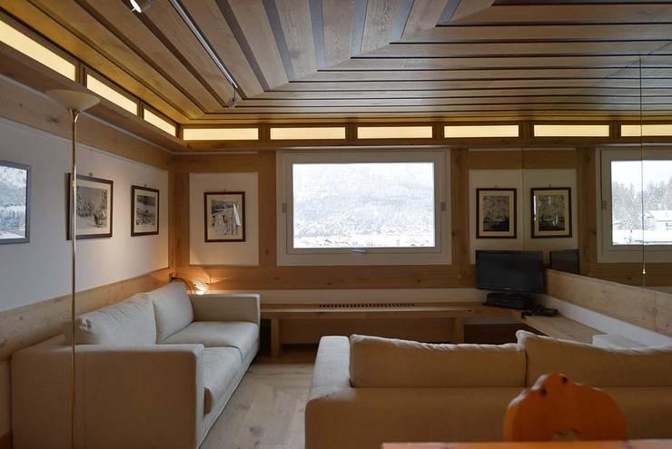 Salas de estilo moderno de VITTORIO GARATTI ARCHITETTO Moderno Madera Acabado en madera