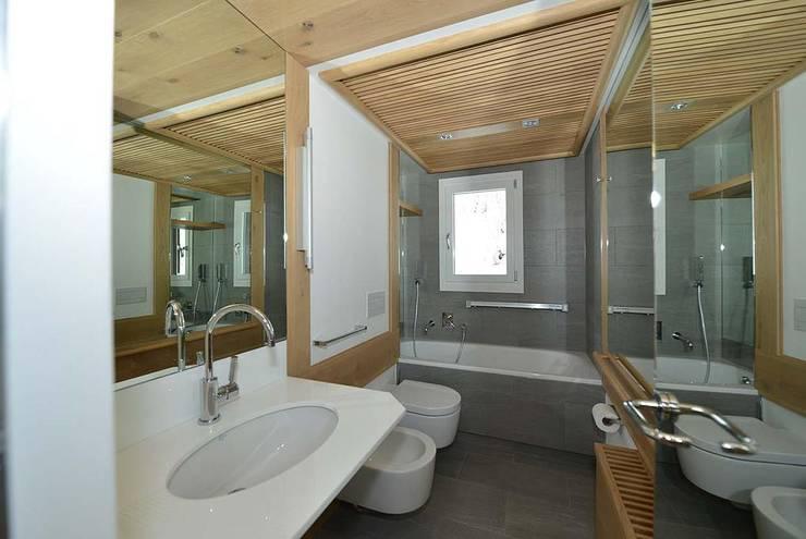 Ванные комнаты в . Автор – VITTORIO GARATTI ARCHITETTO