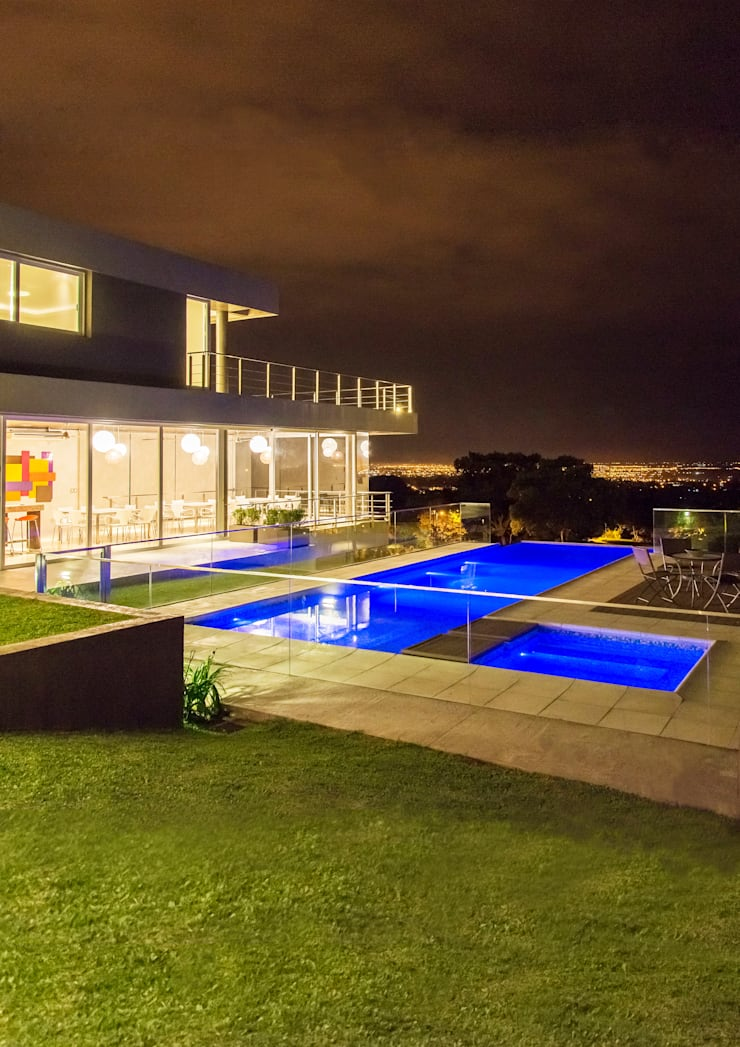 Casa MAS: Piletas de estilo  por Saez Sanchez. Arquitectos