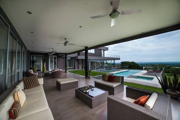 Casa MAS: Terrazas de estilo  por Saez Sanchez. Arquitectos