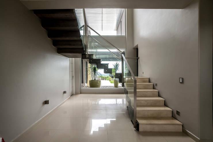 الممر والمدخل تنفيذ Saez Sanchez. Arquitectos