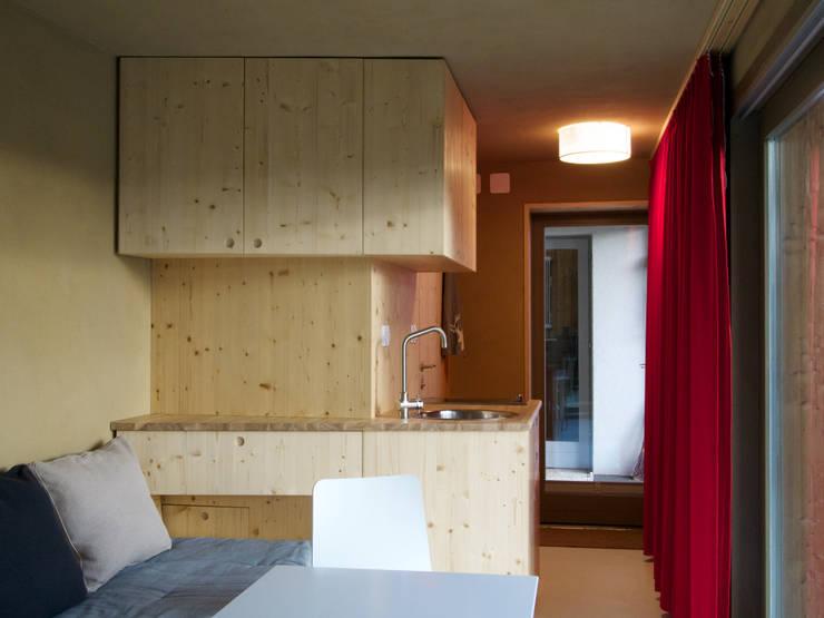 Cozinhas  por Architektur Hitthaler