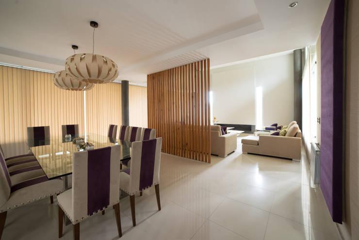 Salas de jantar modernas por Saez Sanchez. Arquitectos