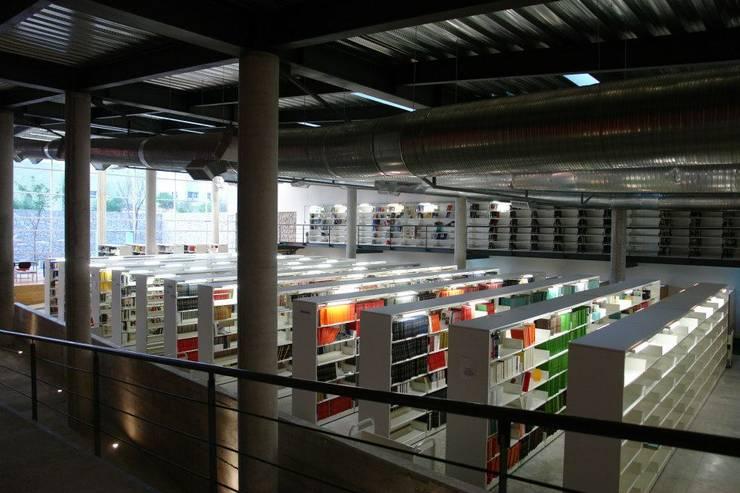 Centro Académico Cultural: Estudios y oficinas de estilo  por Elías Arquitectura