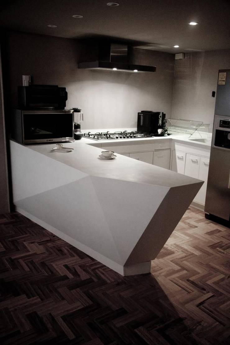 CORIAN® loves ELÍAS: Cocina de estilo  por Elías Arquitectura